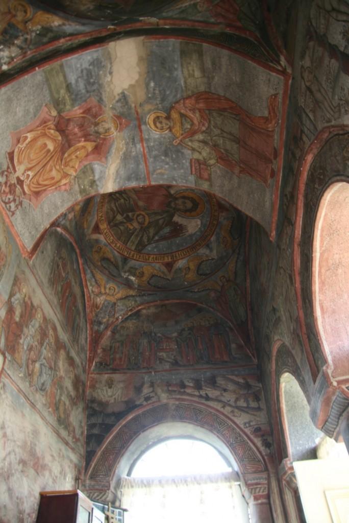 Bolțile pridvorului bisericii din Sibiciul de Sus